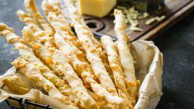 Grissini di pasta sfoglia al formaggio