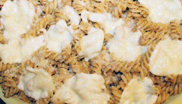 Pasta pasticciata con ragù e mozzarella
