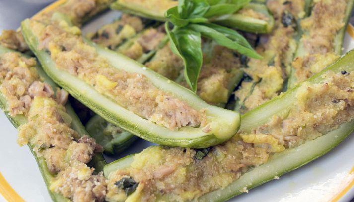 Zucchine ripiene con capperi e tonno senza uova