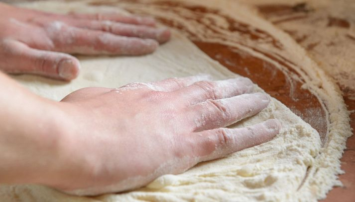Come stendere la pasta della pizza
