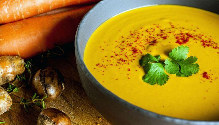 Vellutata di carote, castagne e curcuma