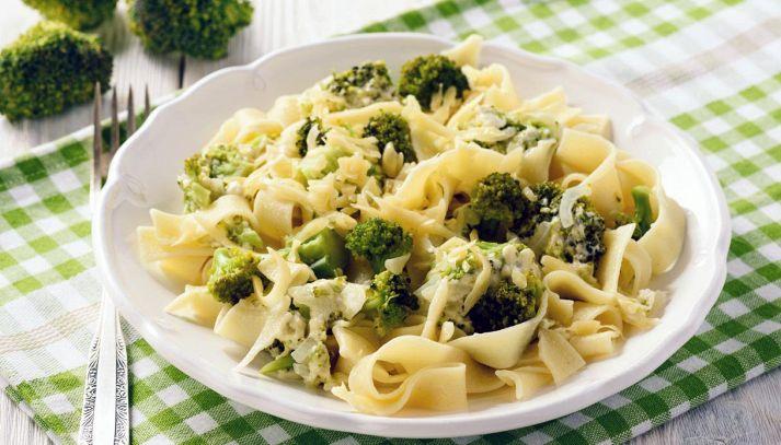 Tagliatelle con broccoli e acciughe