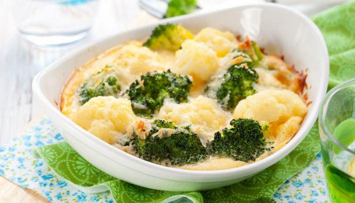 Broccoli e cavolfiori gratinati al forno con formaggio