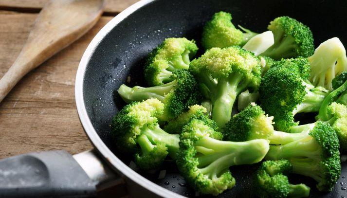 Come fare i broccoli in padella senza lessarli