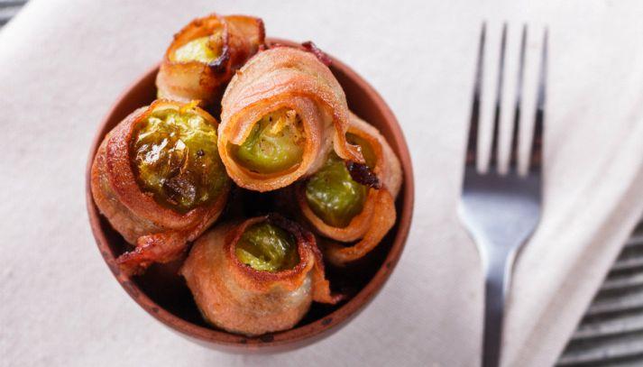 Involtini di cavoletti di Bruxelles al bacon