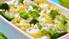 Pasta al forno con broccoli e formaggio fuso