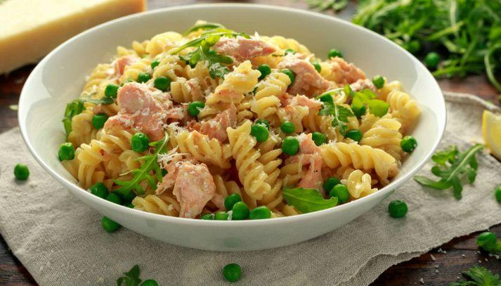 Pasta con salmone e piselli