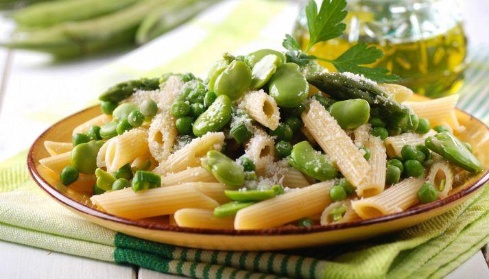 Pasta con fave, asparagi e piselli