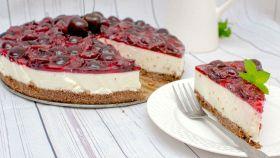 Cheesecake di ciliegie senza uova