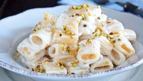 Pasta con ricotta e granella di pistacchi