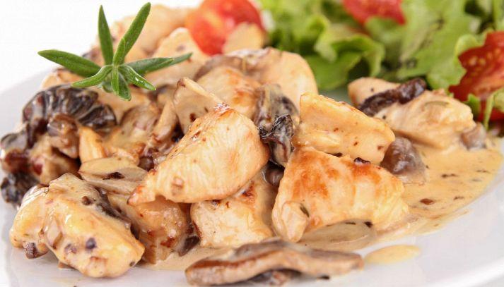 Bocconcini di pollo con panna e funghi