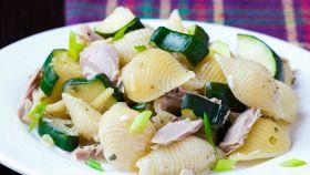 Con tonno e zucchine l'insalata di pasta è davvero perfetta