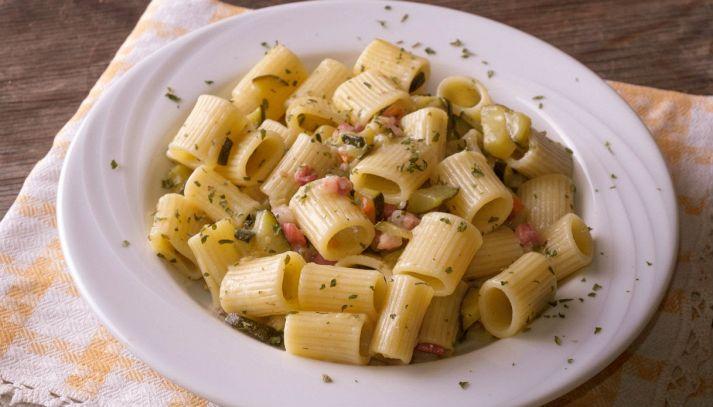Mezzi paccheri zucchine e pancetta