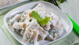 Pasta con panna, gorgonzola e rucola