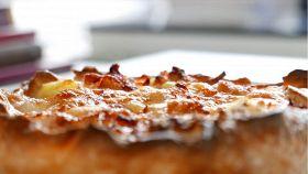 Torta salata con prosciutto cotto, patate e mozzarella