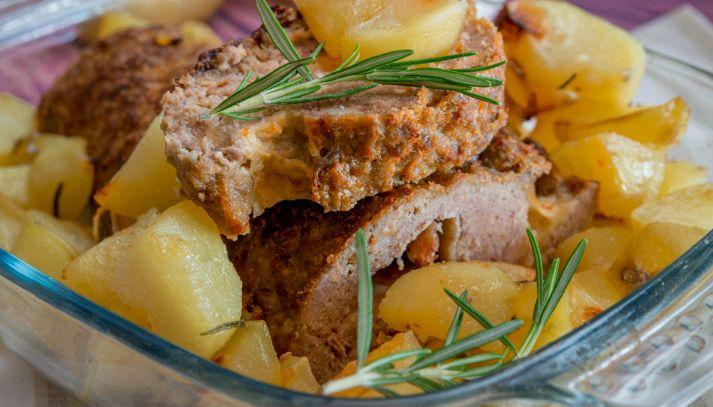 Polpettone ripieno al forno con prosciutto e formaggio