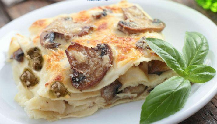 Lasagne bianche con funghi, salsiccia e provola