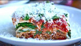 Lasagne sì, ma alla greca: light, con la feta e le zucchine