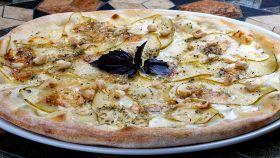 Pizza con pere, gorgonzola e noci
