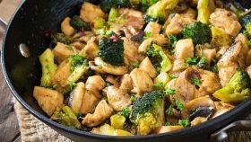 Gli straccetti di pollo con un condimento speciale: da provare