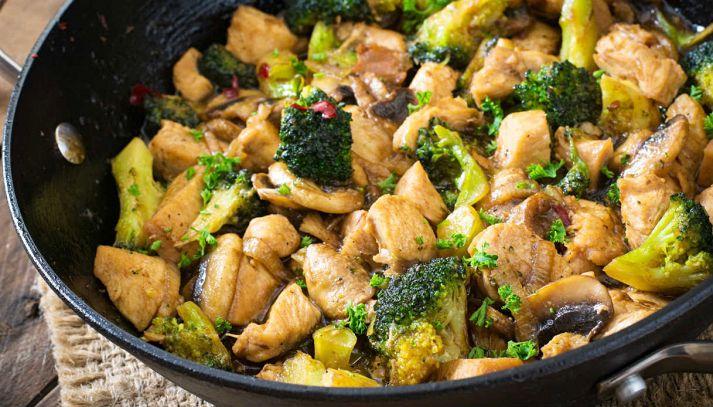 Straccetti di pollo con broccoli e funghi