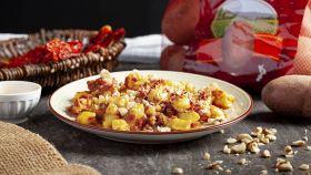 Gnocchi di patate rosse con pomodori secchi e nocciole