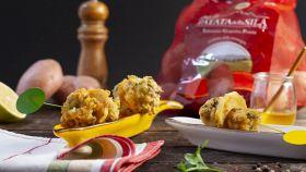 Spiedini fritti di patate e polpette di pesce