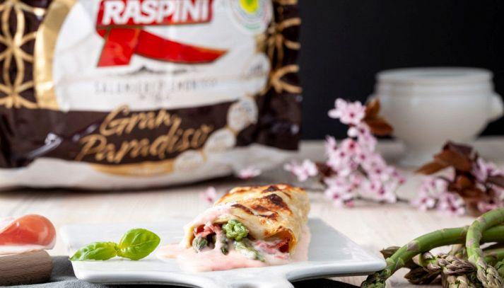 Rollè di lasagna con asparagi e besciamella al prosciutto
