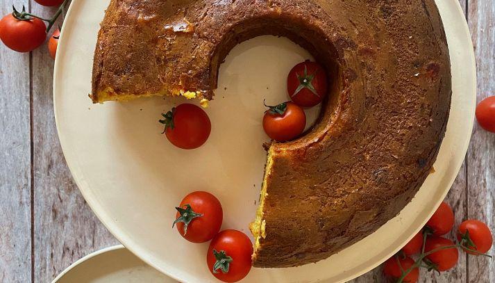 Ciambellone salato con Pomodorini e Scamorza