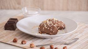 Quenelle al cocco e cioccolato