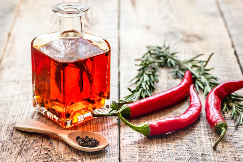 Come si prepara l'olio piccante calabrese?