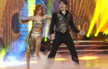 Incidente sexy per Alessandra Tripoli che rimane in slip durante il ballo