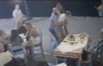 Rischia di morire soffocato al ristorante, salvato dal cameriere