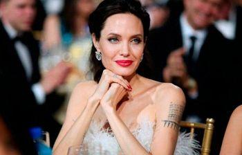 Angelina Jolie sta male? Le mani scheletriche preoccupano i fan