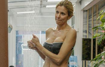 Adriana Volpe al GFVip, fisico perfetto a 46 anni sotto la doccia