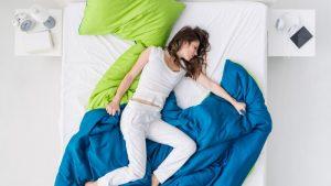 Dormire senza biancheria intima fa bene, anzi benissimo, a tutti e due