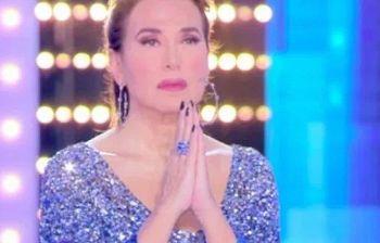 Scoppia la polemica dopo la preghiera in tv di Barbara D'Urso