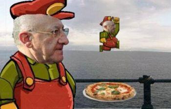 Il governatore De Luca come SuperMario, diventa un videogioco