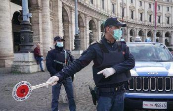 Pretende di fare la spesa senza mascherina, aggredisce guardia e agenti