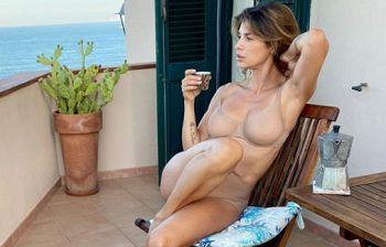 La pausa caffé di Elisabetta Canalis accende la fantasia dei follower