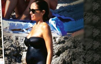Mara Carfagna radiosa in dolce attesa in vacanza a Capri