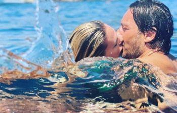 Francesco Totti e il bacio di Ilary Blasi: