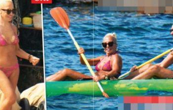 Relax di lusso tra le onde in Sardegna: avete capito chi è?