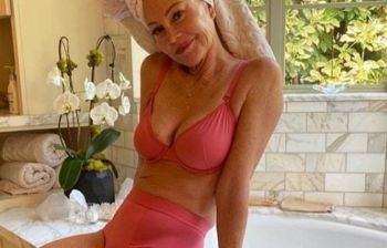 Melanie Griffith incanta i fan con il suo fisico perfetto a 63 anni