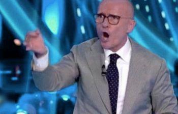 GFVip, exconcorrente va in onda ubriaca, ma chi sarà? Signorini pronto a...