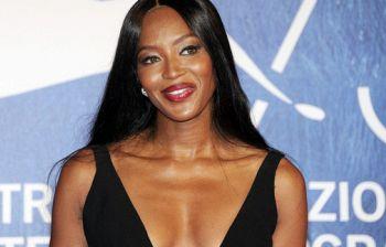Naomi Campbell non sarà a Sanremo ma si fa perdonare con il topless social