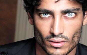 Un intervento per cambiare il colore dei occhi? il mistero di Kumar...