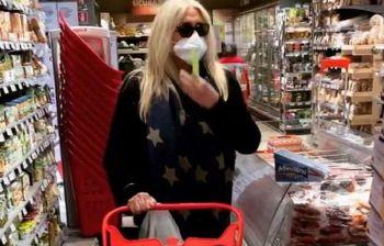 Mara Venier al supermercato: il video delle commesse fa il giro della rete