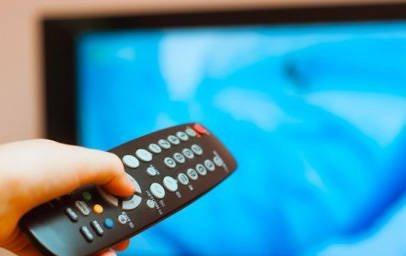 """Plastica """"appiccicosa"""" sul telecomando o sulle maniglie: come risolvere?"""