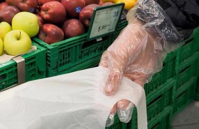 Aprire i sacchetti del supermercato: un modo semplice c'è...